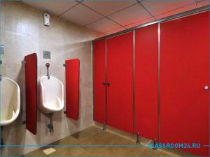 Красные туалетные кабинки