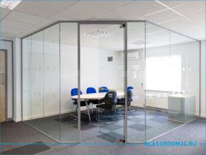 Рабочий кабинет из офисной стеклянной перегородки