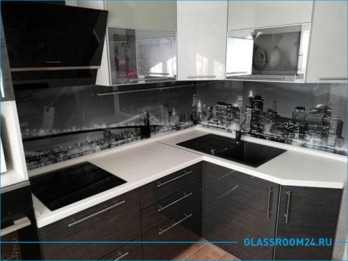 Кухонный фартук ночной город черно белый