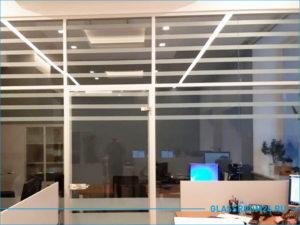 Стеклянное ограждение офисной зоны