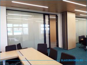 Установка перегородки из стекла в офисе компании