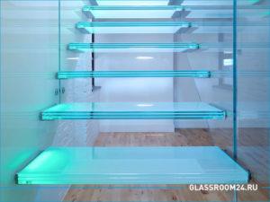 Красивая деревянно-стеклянная лестница