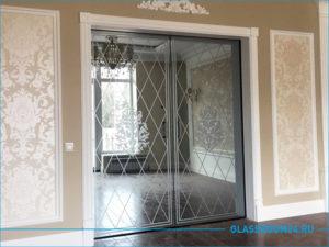 Двойная стеклянная дверь в коттедже