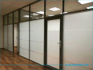 Оформление офисных перегородок декоративной белой матовой плёнкой